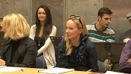 Alena Antalová zvládá těžce odloučení od rodiny.