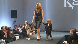 Loni předváděla Krainová naposledy v prádle, letos připravila perličku v podobě premiéry svých synů.
