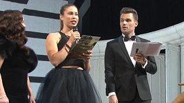 Eva Samková byla na Plese v Opeře nepřehlédnutelná.