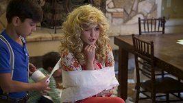 Celeste Buckingham v novém klipu k písni Unpredictable
