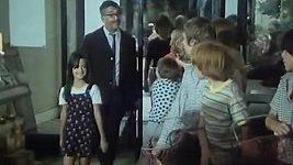Tereza Brodská jako malá dívka s tátou v Ať žijí Duchové