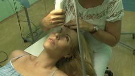 Diana Kobzanová napravuje vady vzniklé po porodu.