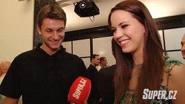 Karolína Gudasová má nový klip s pohledným sportovcem.