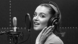 Poslechněte si, jak Iva Kubelková zpívá píseň Cry me a river.