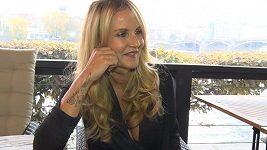 Vendula Pizingerová - tetování a nehty
