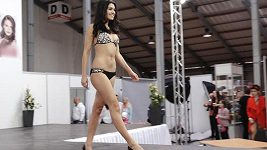 Andrea Kalousová - přehlídka plavek