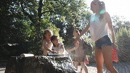 Verešová s dětmi v Zoo.