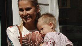 Hana Soukupová je s dcerou v Praze.
