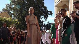 Andrea Verešová ve Varech prezentovala na módní show svoje vlastní návrhy