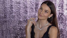 Nikol Švantnerová je připravená na ples.