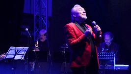 Karel Gott zpívá se svojí dcerou