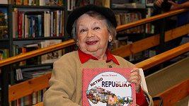 Živě: Poslední rozloučení s Aťkou Janouškovou