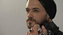 Michael Hejč trénuje na housle několik hodin denně.
