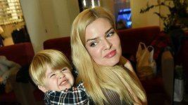 Nikol Štíbrová vzala do společnosti svého dvouletého syna