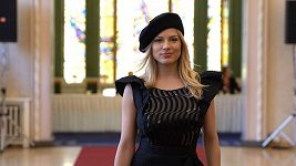 Eva Perkausová v roli modelky.