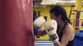 Agáta boxuje