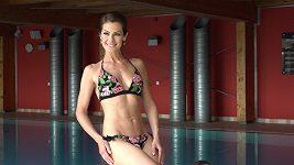 Jana Doleželová v bazénu