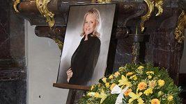 Záznam: Poslední rozloučení s Evou Pilarovou