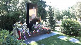 Anketa u hrobu Karla Gotta