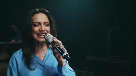 Pro píseň Hořká jako rtuť natočil syn Lucie Bílé tento klip.