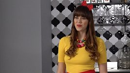 Karolina Gudasová natočila vánoční klip o pečení cukroví.