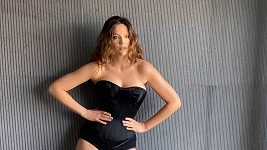 Kateřina Sokolová fotila kalendář pro rok 2022.