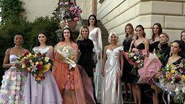 Natali Ruden vyvedla lidi do společnosti a oblékla Vignerovou do svatebních šatů.