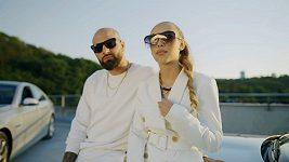 Lucie Bikárová a rapper Refew představují klip k písní Láska.