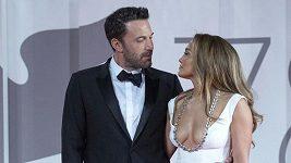 Ben Affleck a Jennifer Lopez na festivalu v Benátkách