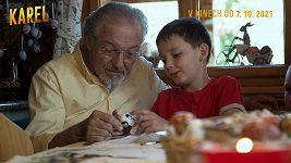 Karel Gott si střílí z vnoučků.