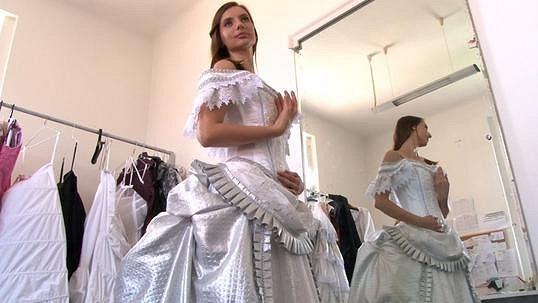 4372a0a68b3c Saša Šeflová - Kráska z Fantoma opery ušetří za svatební šaty  Chce si  půjčit ty