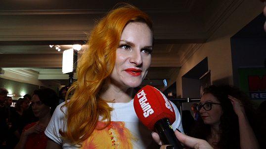 Saša Šeflová - Iva Pazderková by se z fleku mohla živit jako švadlena   Tuhle sukni si spíchla přes noc - Super.cz 3e1ead24d92