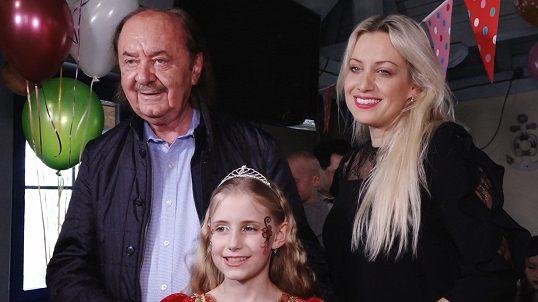 dárek k 10 narozeninám Dcera producenta Plesu upírů slavila 10. narozeniny: František  dárek k 10 narozeninám